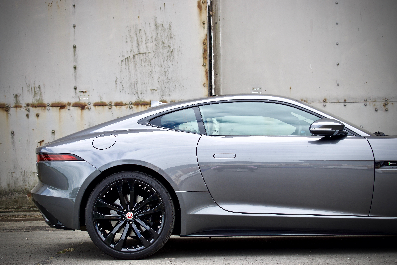 Jaguar F-Type V6 S side